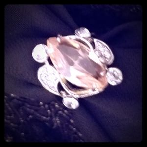 Beautiful Fashion Ring Sz 7